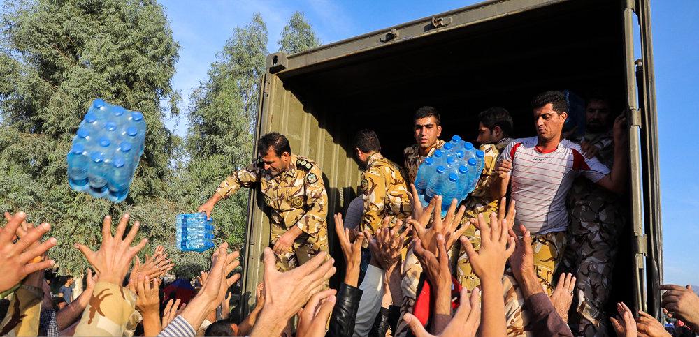 کمک به زلزه زدگان