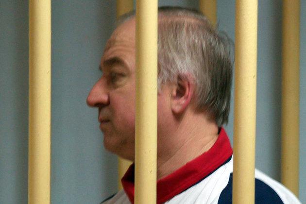 سرگئی اسکریپال، جاسوس دوجانبه روسی