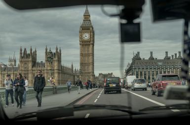 نمای برج الیزابت از داخل تاکسی