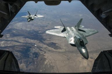 بیش از ۱۰۰ کشته در بمباران مواضع نیروهای دولتی سوریه توسط آمریکا