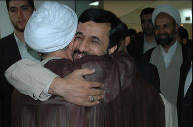 مصباح یزدی و احمدینژاد