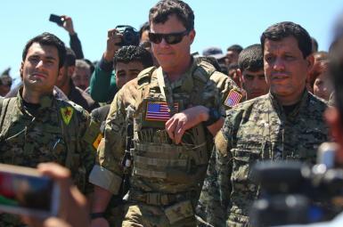 نیروهای کرد سوری در کنار نیروهای آمریکایی