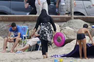 انتقاد از آزادی پوشیدن بیکینی زنان در ساحل عربستان سعودی
