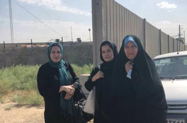 تجمع خانوادههای دراویش مقابل زندان قرچک