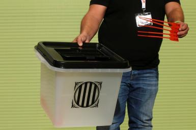 صندوقهای رأی آماده شده برای همهپرسی استقلال کاتالونیا از اسپانیا