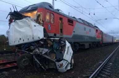 برخورد قطار با اتوبوس کارگران در روسیه