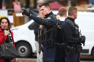 پلیس آلمان در محلی که حملات با چاقو اتفاق افتاده است
