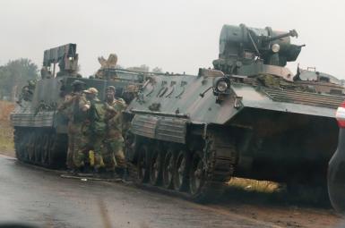 تانکها و نیروهای ارتشی در مسیر هراره