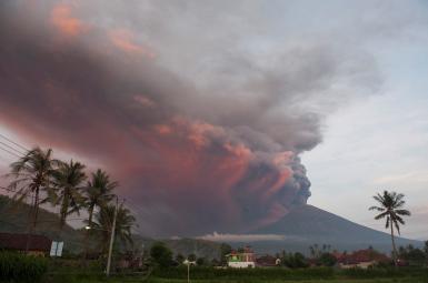 کوه آتشفشان آگونگ در جزیره بالی اندونزی