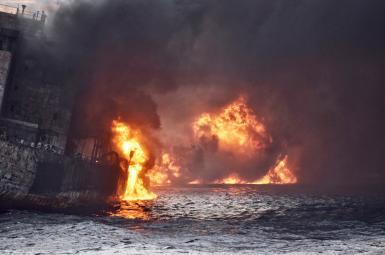نفتکش سانچی پس از ۹ روز شعله ور شدن در آبهای ساحل شرق چین  با ۲۹ پرسنل در دل دریا فرو رفت و امید تمام مردم ایران بخصوص خانوادههای آنان را ناامید کرد.