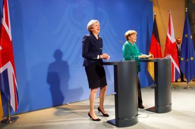 ترزا می، نخست وزیر بریتانیا و آنگلا مرکل، صدراعظم آلمان در کنفرانس مونیخ