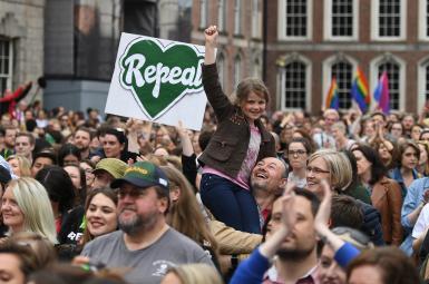 همهپرسی ایرلند با اعلام پیروزی موافقان تغییر قانون سقط جنین