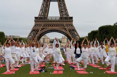روز جهانی یوگا در پاریس