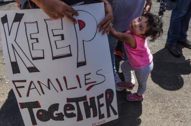 خشم فعالان مدنی آمریکا از سیاست جداکردن کودکان از والدین مهاجر