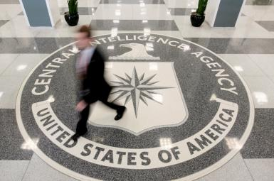 نمایی از ورودی ساختمان اصلی سازمان اطلاعات آمریکا