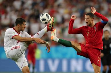 مجید حسینی، مدافع تیمملی فوتبال ایران در بازی مقابل پرتغال