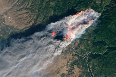 تصویر ماهوارهای ناسا از آتش کمپ در کالیفرنیا