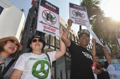 تجمع طرفداران قانونیشدن ماریجوانای درمانی در تایلند مقابل پارلمان