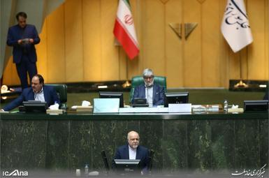 بیژن زنگنه، وزیر نفت، در جلسه سؤال نمایندگان مجلس