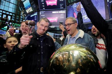 چیپ بِرگ، مدیر شرکت لیوایز در مراسم بازگشت لیوایز به بازار بورس نیویورک