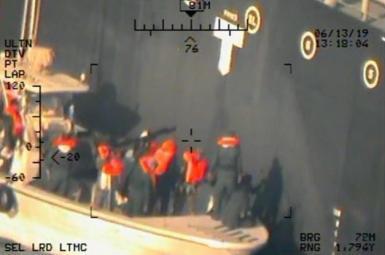 تصویر منتشرشده ازسوی آمریکا مبنیبر حضور قایق ایرانی در کنار نفتکش آسیبدیده در دریای عمان