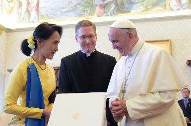 پاپ فرانسیس رهبر مسیحیان جهان سفر چهارروزه خود به میانمار را آغاز کرد.