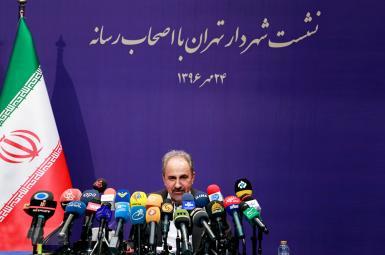 محمد علی نجفی، شهردار تهران در اولین نشست خبری خود، از  شایعه ممنوع التصویرشدن خود در صدا و سیما  خبر داد