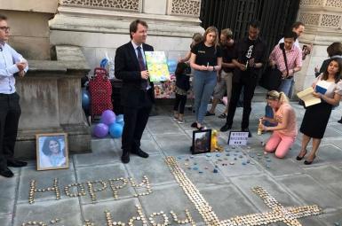 گردهمایی در کنار وزارت خارجه انگلیس در اعتراض به وضعیت نازنین زاغری