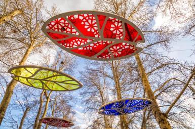 آذینبندی نوروزی درختان در خیابان ولیعصر