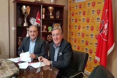برانکو ایوانکوویچ، سرمربی کروات تیم فوتبال پرسپولیس تهران، با تمدید قرارداد خود با این تیم به مدت دو سال دیگر در جمع سرخپوشان پایتخت ماندنی شد.