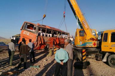 اتوبوس دانش آموزان پس از تصادف