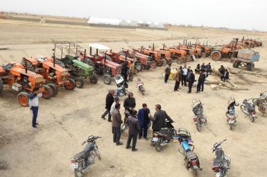 کشاورزان معترض اصفهانی در مقابل دفتر نمایندگان مجلس