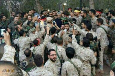 قاسم سلیمانی، فرمانده سپاه قدس، در جمع نیروهای نظامی ایرانی موسوم به مدافعان حرم در سوریه