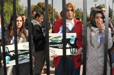 نویسنده اسلامگرای ترک: اعتراض به حجاب اجباری نباید به اعتراض به حجاب بدل شود