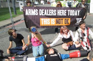 تظاهرات علیه نمایشگاه تسلیحاتی در لندن