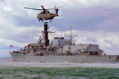ناوچه بریتانیایی، کشتی جنگی روسی را از مرزهای آبی خود دور کرد