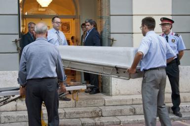 تابوت حامل جسد سالوادور دالی