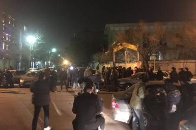 تجمع دراویش گنابادی در اطراف محل زندگی نورعلی تابنده در تهران
