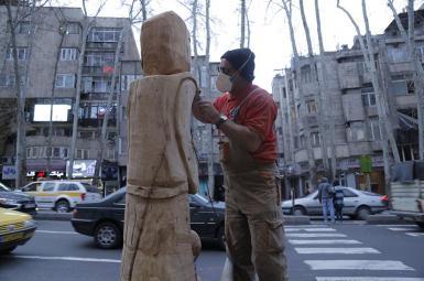 خلق آثار هنری از درختان مرده خیابان ولیعصر تهران