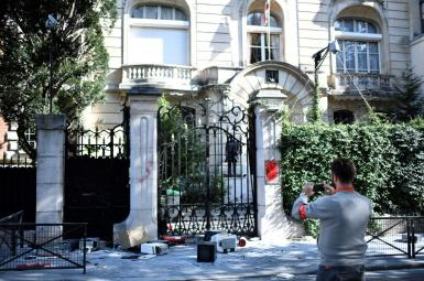 ورودی سفارت ایران در پاریس پساز تجمع روز جمعه