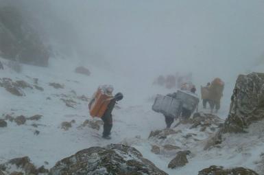 کولبران در مرزهای غربی ایران