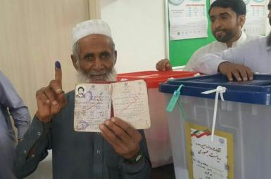 A senior citizen voting in a small town in Sistan-Baluchistan province, June 18, 2021
