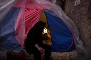طبق گزارش مرکز آمار ایران، ۱۰۰هزار خانوار ایرانی در چادر، کپر، آلونک و زاغه زندگی میکنند.
