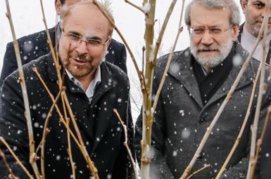 Mohammad Bagher Ghalibaf (L) and Ali Larijani in 2018.