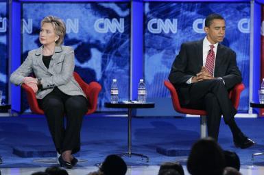 باراک اوباما و هیلاری کلینتون در مناظره نامزدهای حزب دموکرات برای ریاستجمهوری (۲۰۰۷)