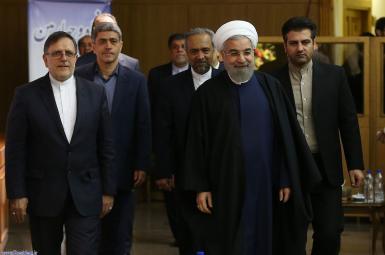 حسن روحانی و تعدادی از مردان اقتصادی کابینهاش