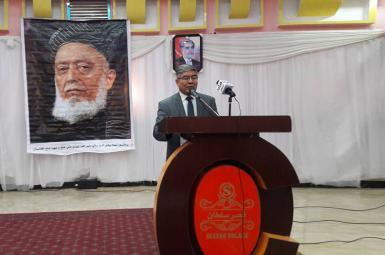 عبدالکریم خدام، والی برکنار شده استان سمنگان در شمال افغانستان، فرمان ریاستجمهوری را رد کرده و گفته کنار نمیرود.