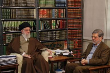 Ali Khamenei and his doctor Alireza Marandi at a televised meeting on Covid pandemic. February 27, 2020