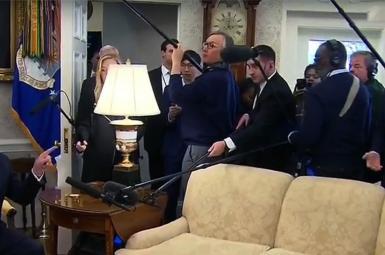 نشست ترامپ با خبرنگاران در دفتر کارش
