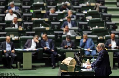 مسعود کرباسیان، وزیر اقتصاد، در جلسه استیضاح در مجلس
